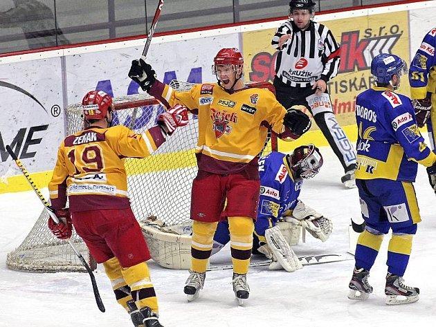 Dukla Jihlava se díky vítězství na ledě beznadějně posledního Mostu posunula na třetí místo.