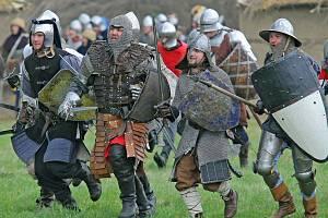 Ve jménu krále, tak se jmenuje sobotní akce, plná šermu a středověku, která proběhne vTřešti. Na diváky čekají kejklíři, ohňová show, komedianti nebo dobové tance a hudba.