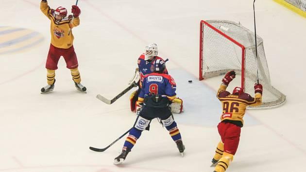 Jihlavští hokejisté drží vítěznou vlnu. Ani ve třetím barážovém utkání jihlavští hokejisté nepoznali hořkost porážky.