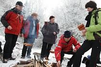 Turisté si na Čeřínku rozdělali oheň a opekli buřty, oslavili tak zahájení roku 2013. Vzájemně si popřáli zdraví a mnoho šťastných turistických kilometrů.