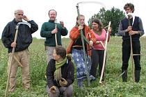 Semináře kosení pořádá Radek Křivánek čtvrtým rokem. S profesním kolegou kosí po republice louky v přírodních rezervacích.