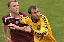Někdejší jihlavský střelec a kapitán Petr Faldyna (ve žlutém) bude na jaře s největší pravděpodobností oblékat dres Uherského Brodu, který hraje divizi D. Představí se tak i proti pěti celkům z Vysočiny.