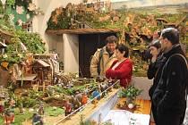 O uplynulém víkendu bylo v Schumpeterově domě rušno, přijel plný autobus návštěvníků. Betlémáři zažívají už od otevření expozice začátkem prosince velký zájem lidí o prohlídku vystavených domácích betlémů. Pokaždé se snaží o inovaci a změnu.