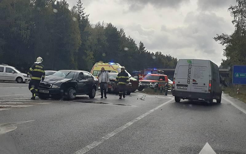 Nehoda na sjezdu z dálnice D1 u Jihlavy.