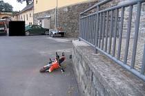Sedmiletá dívka z Polné měla štěstí, že čelní náraz do zdi přežila.