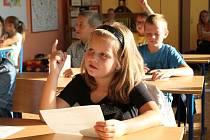 První školní den Základní škola Zhoř ztroskotala v pralese u Ria.