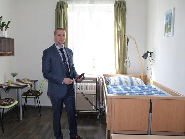 Domov pro lidi se sníženou soběstačností vznikl v budově bývalého hotelu. Sloužit má lidem se stařeckou demencí či Parkinsonovou chorobou, jejichž situace vyžaduje pravidelnou pomoc další osoby.