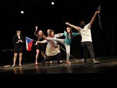 Patnáctiny. Festival JID letos slaví už patnácté narozeniny. Jeho letošním mottem je Ke kořenům. Přehlídka divadelních souborů nabídne osm představení.