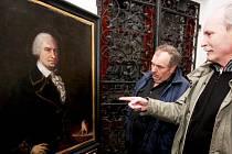 Návštěvníci Městského muzea v Chotěboři si prohlížejí portrét Jacoba Goschko von Sachsenthalla