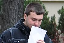 Lukáš Hartman odchází od Okresního soudu v Jihlavě. Hlavní líčení bude pokračovat v listopadu.