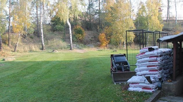 Vedle školy ve Stonařově vznikne moderní přírodní učebna, úpravy terénu začínají již v těchto dnech.