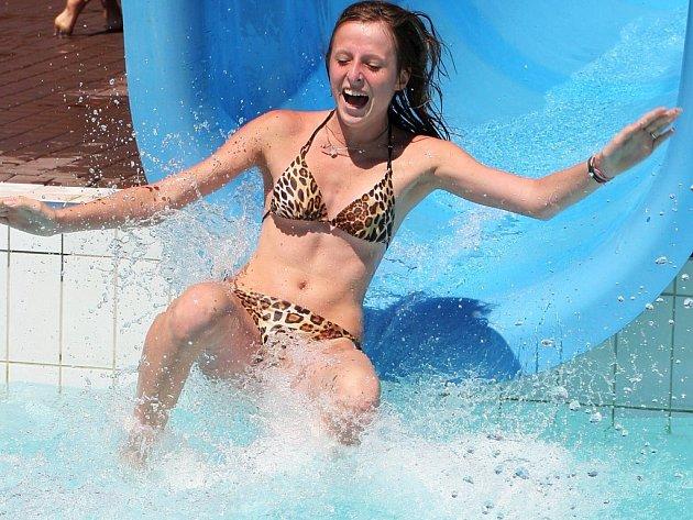 V horkém dni je nejlepší strávit čas vodními radovánkami.