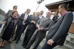 Během své pondělní celodenní návštěvy Vysočiny se premiér Bohuslav Sobotka podíval i do novoměstské Vysočina arény. Zde se mluvilo také o možnosti vybudování víceúčelové haly s rychlobruslařským oválem.