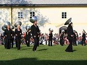 Na výstavě v jihlavském Krajském úřadu Kraje Vysočina lze do konce roku vidět snímky Milana Šustra, jež mapují vystoupení žďárských a jihlavských seniorek s mexickými tanečníky v rámci festivalu Korespondance.