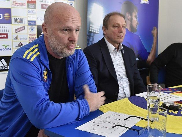 Vedení fotbalové Vysočiny (zleva trenér Michal Bílek a ředitel klubu Zdeněk Tulis věří, že první liga v Jihlavě zůstane.