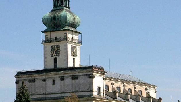 K polenskému chrámu povede nová cesta