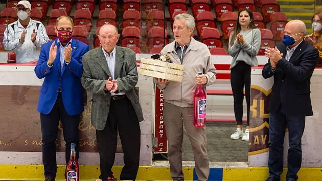 Slavnostní gratulace legendě Dukly Stanislavu Neveselému.