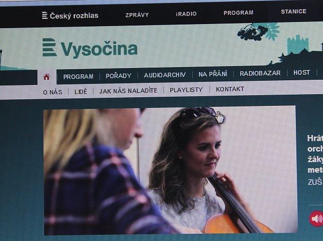 Nové. Posluchači si budou muset zvyknout, že nově vysílá Český rozhlas Vysočina.