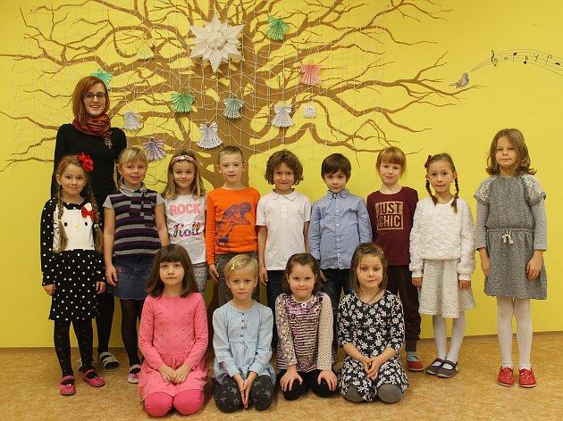 Na fotografii jsou žáci 1.třídy Základní školy ve Vyskytné nad Jihlavou. Jejich třídní učitelkou je Klára Kodetová. Příště představíme prvňáky ze Základní školy ve Věžnici.