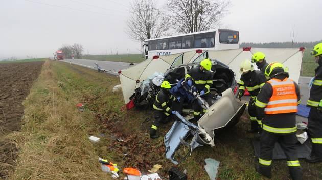 Tragická dopravní nehoda u obce Dvorce na Jihlavsku.