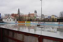 Zimní stadion v Telči se opět topí v dluzích.