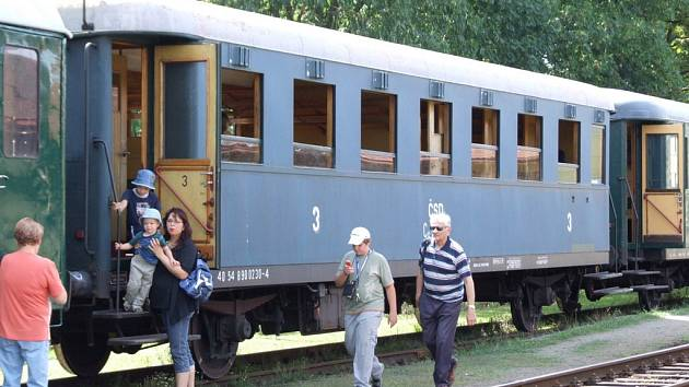 Souprava historických vozů, tažená parní lokomotivou 475.101 zvanou Šlechtična, projela Třebíčí v neděli odpoledne a předtím v sobotu ráno.