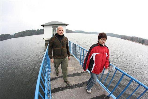 Zakázaný kout Jihlavska. Hrázný hubenovského vodního díla Martin Hovorka prováděl v sobotu zájemce místy, kam se lidé běžně nedostanou.