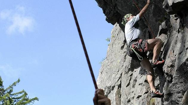Poslední slunečný den v říjnu vyrazil čtyřiatřicetiletý Richard Frohn s kamarádkou lézt na Krkavčí skálu do Moravského krasu.