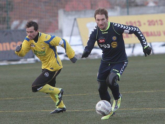 Svoji pouť Tipsport ligou protáhli jihlavští fotbalisté (na snímku vpravo Marek Jungr při duelu se Zlínem v základní skupině) také letos až do finálových bojů. V nich jim vystavila stopku v semifinále Olomouc.