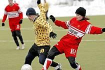 Fotbalisté Janovic (vlevo Petr Barák) na zápas v Havlíčkově Brodě rádi vzpomínat nebudou. Domů se vraceli s osmigólovým výpraskem.