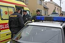 Při jednání s agresivními lidmi se musejí mít policisté na pozoru. Nikdy totiž není úplně jisté, jestli útočník fyzicky nenapadne i zasahující hlídky.