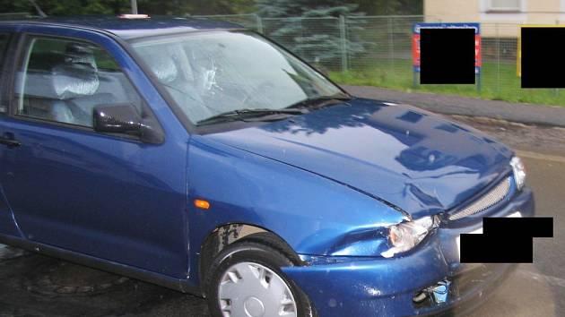 Nehoda automobilu v křižovatce ulic Pávovská a Heroltická v Jihlavě.