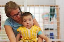 Matýskovi lékaři diagnostikovali dětskou obrnu - částečné ochrnutí jedné poloviny těla.