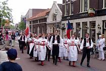 V Purmerendu se představili nejrůznější vyslanci Jihlavy. V krojích prošli městem a tančili v ulicích členové jihlavského folklorního souboru Vysočan.