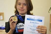 Jihlavský gymnazista Viktor Němeček vybojoval v Alma Atě zlatou medaili. Nyní se těší do Jižní Koreje.