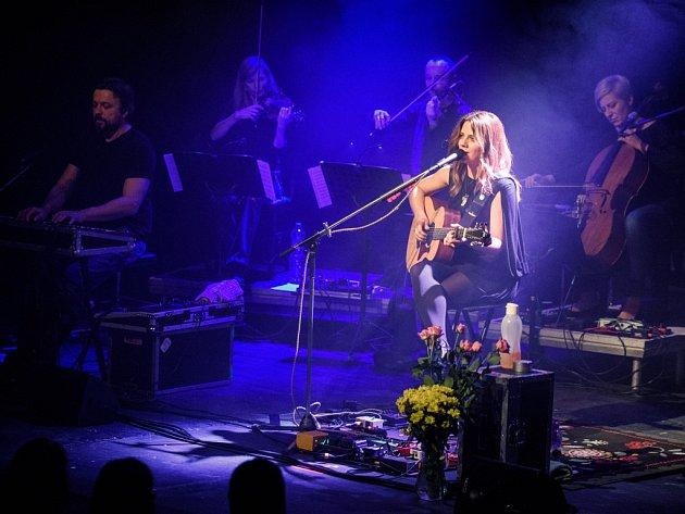 Živé publikum. Koncert v jihlavském domě kultury se líbil i samotné zpěvačce Anetě Langerové. O publiku v krajském městě řekla, že muselo jít o fanoušky, kteří umějí zpívat.