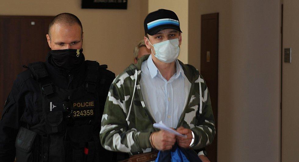 Michal Šály před Okresním soudem v Jihlavě, který ve středu rozhodl o jeho vzetí do vazby.