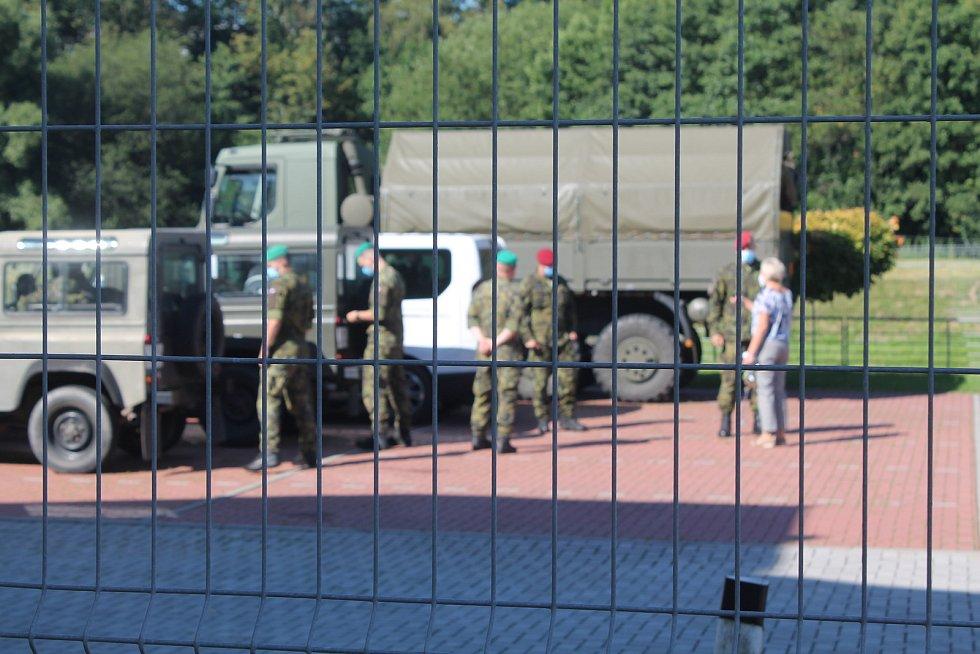 Vojáci přijeli v poslední červencový den dopoledne.