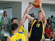 Hrdina. Jihlavští basketbalisté (v černém) doma udolali Zlín 84:83!