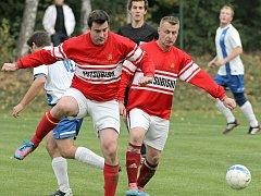 Fotbalisté Stonařova (v červených dresech) remizovali v Brtnici 2:2.