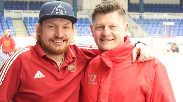 Tomáš Lysý (vlevo) s masérem a kustodem Dukly Petrem Mlíkovským.