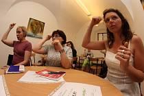 V Jihlavě se kurzy konají ve zdejší městské knihovně, která na jejich organizaci spolupracuje se Svazem neslyšících a nedoslýchavých České republiky.