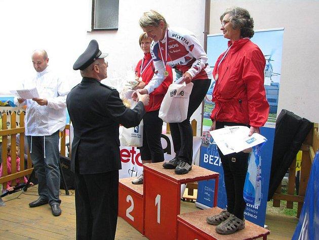 Eva Homová (vpravo) jako nejstarší účastnice závodu Cyklista Vysočiny najela přes dva tisíce kilometrů. V seniorské kategorii žen pak skončila na krásném třetím místě.