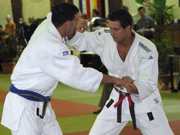 Dramatické boje se dají očekávat v tradičně kvalitně obsazené hmotnostní kategorii do 90 kg (vpravo Martin Šimáček).