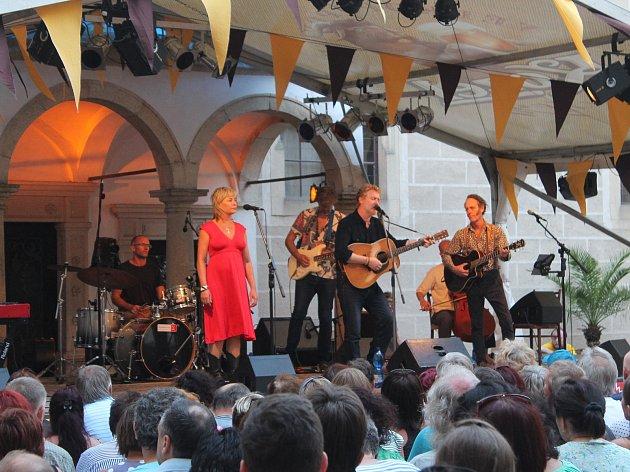 Koncert Glena Hansarda v Telči.