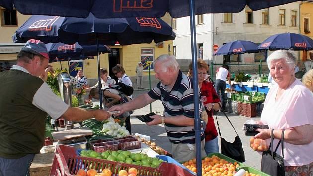 Tržnice na náměstí by měla sloužit převážně pro prodej ovoce, zeleniny, potravin, květin a řemeslných výrobků. Lihoviny, tabák a pyrotechnika budou zakázány.