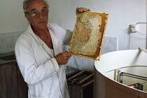 Včelař Ladislav Kucharovič z Jihlavy.