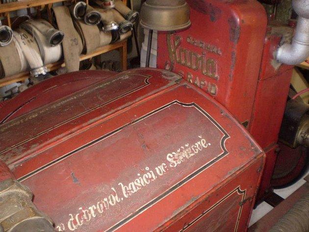 Jménem Slávinka se pyšní místní hasičská stříkačka zakoupená ve 30. letech minulého století.