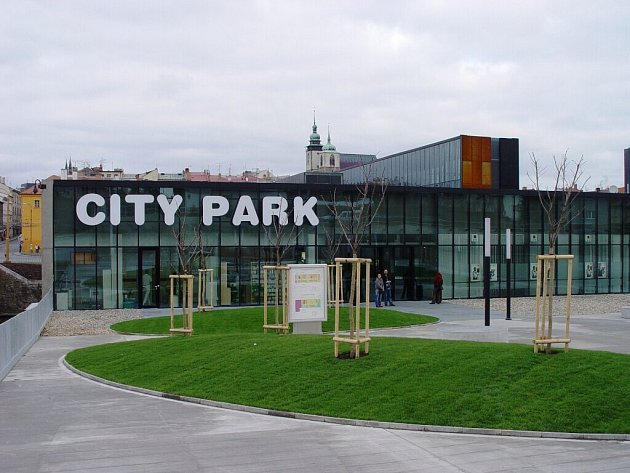 Jihlavský City Park z ulice U Dlouhé stěny