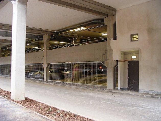 Jihlavské obchodní centrum City-Park má dvě podlaží parkovacích stání.